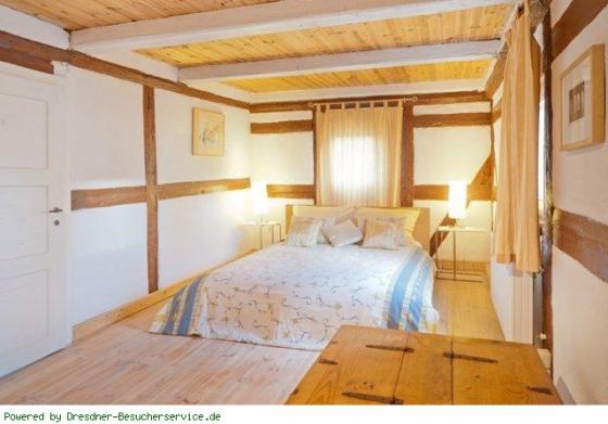 Schlafzimmer mit Doppelbett2