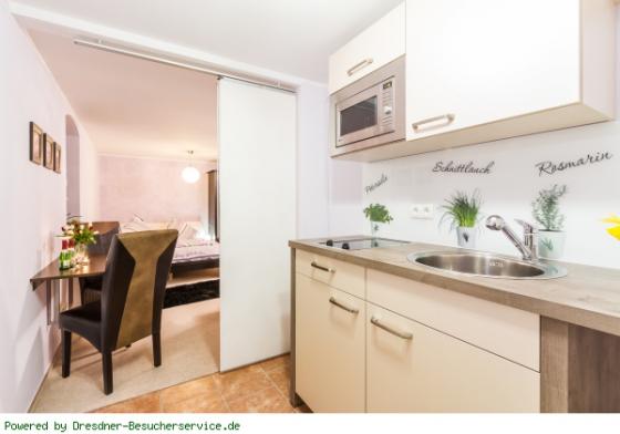 Blick aus der Küche ins Zimmer