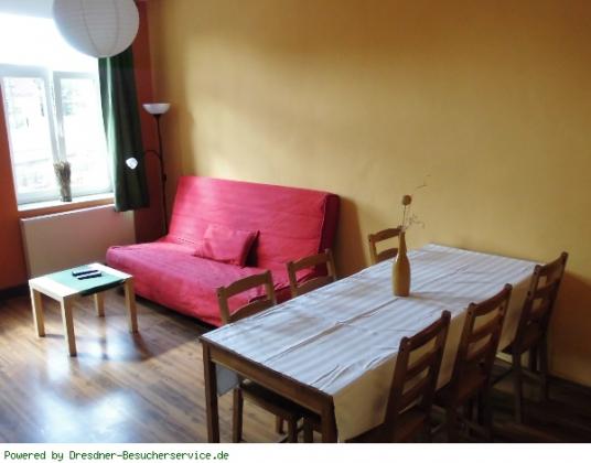 Esstisch im Wohnzimmer